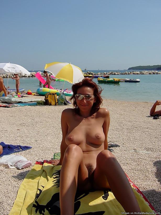 фото голые писи на пляже